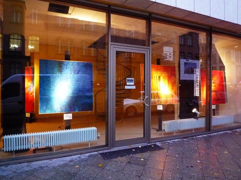 kunstausstellung-neben-hotel-interconti